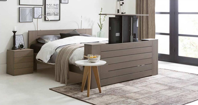 de luxe van een tv lift televisie kijken in bed wordt met een tv lift ...