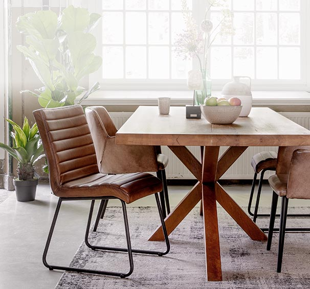 Stoelen kopen voor je woonkamer goossens for Trendy stoelen