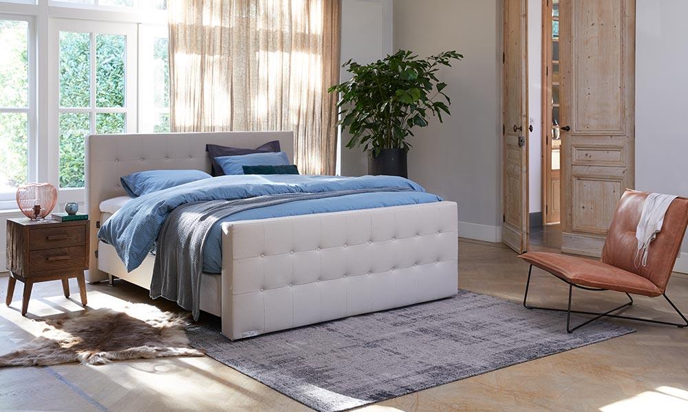Houten Slaapkamer Meubels : Lekker loungen in je slaapkamer welkom bij goossens wonen en slapen